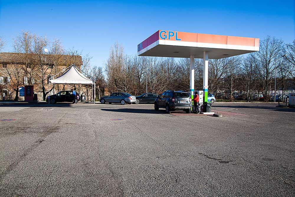 benzinaio esso modena, stazione di servizio esso modena, rifornimento di benzina modena